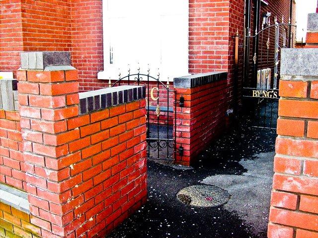 brick_gate